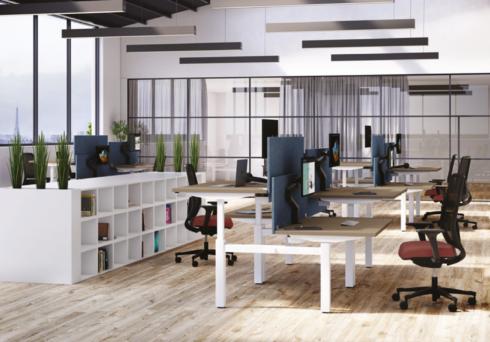 Image couverture open space avec bureaux assis debout